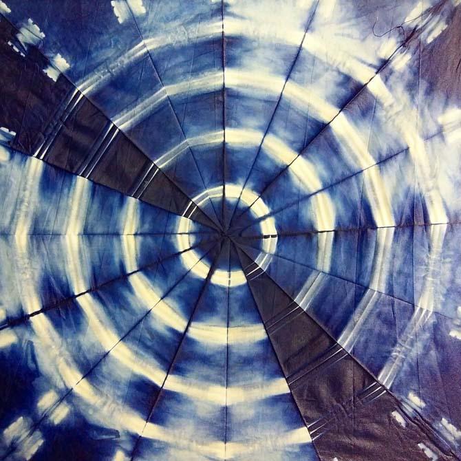 proyecto-experimental-de-shibori-con-indigo-realizado-por-julia