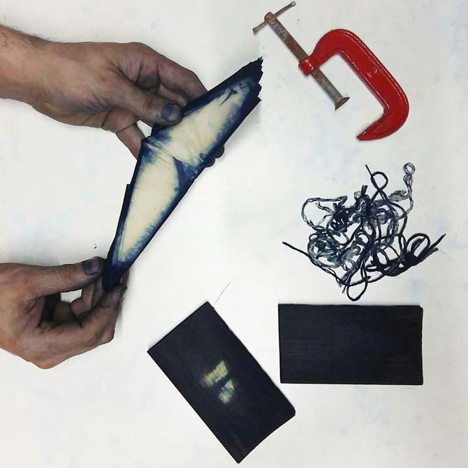 desplegando-el-proyecto-experimental-de-shibori-con-indigo-realizado-por-ato
